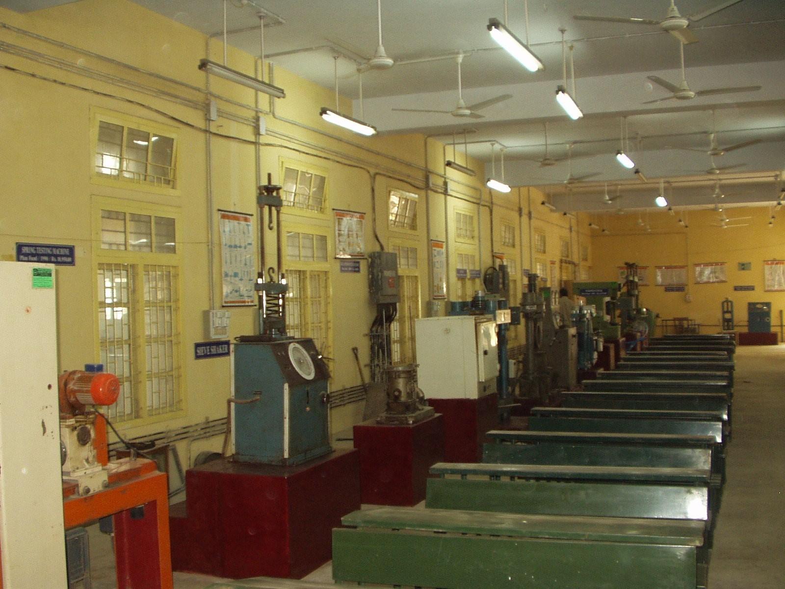 آزمایشگاه تعیین مقاومت مصالح ساختمانی
