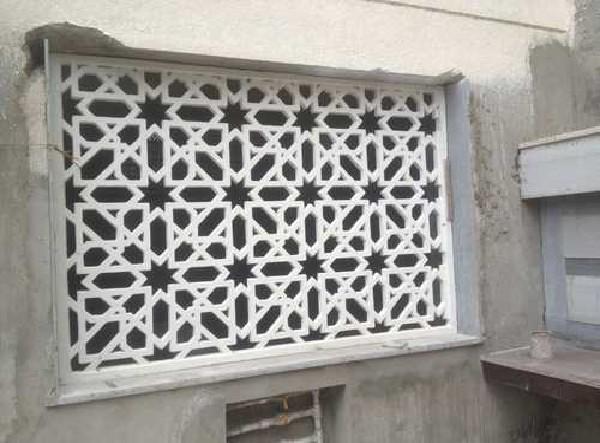 ترکیب جی اف آر سی / جی آر سی با سنگ ها و شیشه های تزئینی
