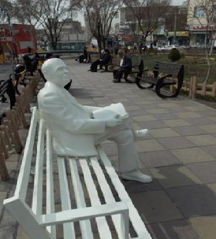 مبلمان بتنی به صورت مجسمه های شهری