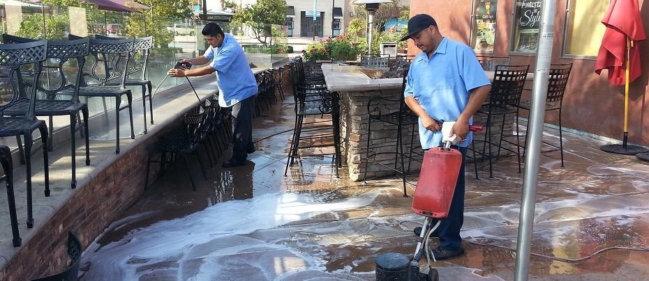چگونه پنل های سنگفرش بتنی / سنگ فرش بتنی را بشوییم؟