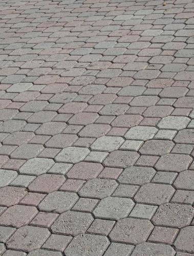 چه فاکتورهایی سبب دوام سنگفرش بتنی / سنگ فرش بتنی می شود؟